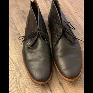 Men Timberland Plain Toe Chukka all leather boot.
